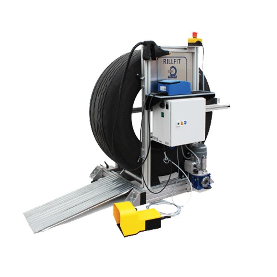 Strojan na prořezávání dezénů pneumatik, s elektrickým otáčením kola