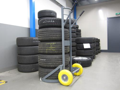 Vozík na pneumatiky s patentovaným úchytným systémem- Winntec